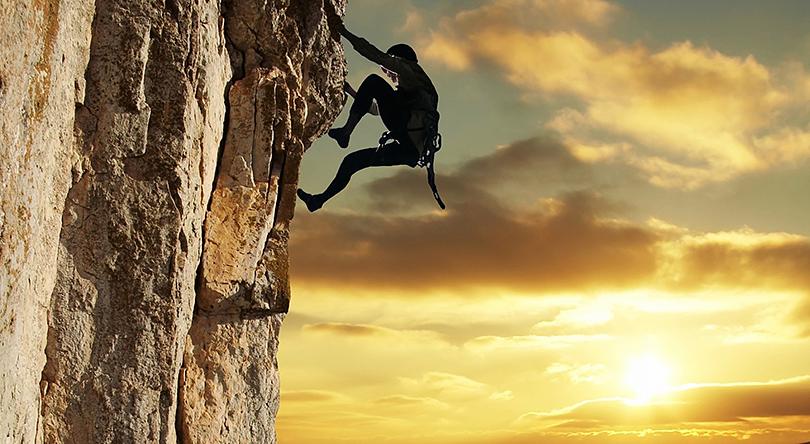 sports et loisirs escalade sur les rochers basaltiques